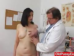 Mature European woman has her pussy pumped in the hospital