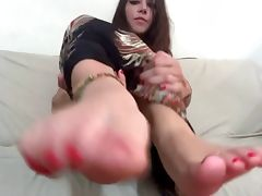 Worship her perfect feet